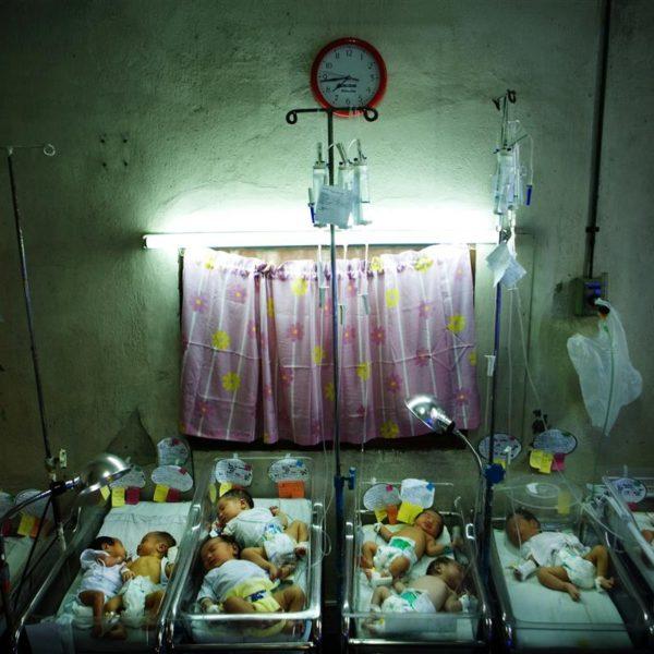 José Fabellla hospital. Maternity ward.  Photographer: Mads Nissen